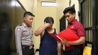 HS (53) yang mengaku sebagai Kanjeng Sultan ditangkap polisi lantaran mencabuli gadis di bawah umur. (Foto: Liputan6.com/Polres Kebumen/Muhamad Ridlo)