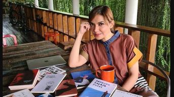 Najwa Shihab Ungkap Foto Masa Kecil Berambut Kribo sedang Baca Koran