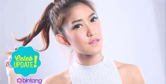 Punya gaya bicara yang agak cepat, Elma Agustin pilih untuk ikut les presenter.