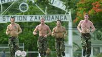 Sejumlah anggota Navy SEAL tengah berlatih (Reuters)