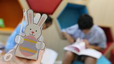 Hasil prakarya pasien anak berupa kelinci dalam rangka merayakan Paskah di Rumah Sakit Siloam Semanggi, Jakarta, Minggu (16/04).(Liputan6.com/Fery Pradolo)