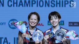 Ganda putri Jepang, Yuki Fukushima/Sayaka Hirota usai mengalahkan Mayu Matsumoto/Wakana Nagahara di Final Indonesia Open 2018 di Istora GBK, Jakarta, Minggu (8/7). Yuki/Sayaka menang 21-14, 16-21, 21-14. (Liputan6.com/Helmi Fithriansyah)