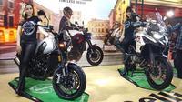 Benelli Indonesia memanfaatkan panggung Telkomsel IIMS 2019 untuk meluncurkan Benelli Leoncino 500 dan TRK 502 X. (Septian / Liputan6.com)