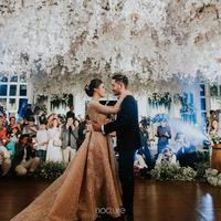 Tepat Hari Kartini, pasangan Syahnaz Sadiqah dan Jeje Govinda meresmikan hubungannya. Pernikahan romantis digelar di  di Pine Hill Cibodas, Bandung, Jawa Barat. (Instagram/syahnazs)