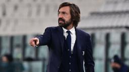 Andrea Pirlo merupakan mantan pemain sepak bola yang legendaris di liga Italia. Ia ditunjuk untuk menjadi pelatih kepala klub Juventus menggantikan Maurizio Sarri pada tahun 2020. Sayangnya karir kepelatihannya belum secemerlang kala seperti menjadi pemain bola. (Foto: AFP/Miguel Medina)