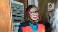 Terdakwa kasus dugaan penyebaran berita bohong Ratna Sarumpaet usai menjalani sidang lanjutan di PN Jakarta Selatan, Selasa (12/3). Sidang mendengarkan tanggapan JPU atas nota keberatan yang disampaikan pengacara Ratna. (Liputan6.com/Herman Zakharia)