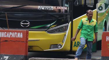 FOTO: Dishub DKI Jakarta Hentikan Sementara Layanan Bus AKAP