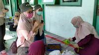 Himpunan Mahasiswa (Hima) Program Studi (Prodi) S1 Gizi Universitas Nahdlatul Ulama Surabaya (Unusa) menjalankan Program Holistik Pembinaan dan Pemberdayaan Desa. (Foto: Liputan6.com/Dian Kurniawan)