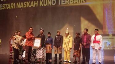 Lestarikan Naskah Kuno Pesantren, Komunitas Pegon Banyuwangi Sabet Penghargaan Nugra Jasadarma Pustaloka