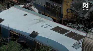 Sebuah kereta amtrak menabrak kereta barang di Carolina Selatan, AS. Insiden menewaskan dua orang dan ratusan lainnya luka-luka.