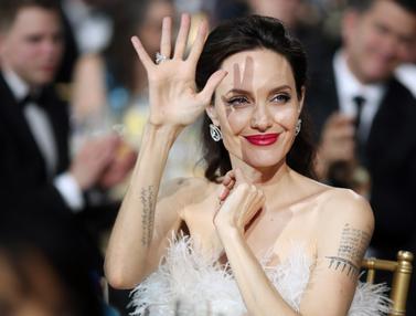 Angelina Jolie Hadiri Critics Choice Awards