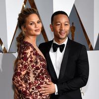 Seperti yang dilansir oleh Aceshowbiz, Chrissy memiliki kesulitan untuk hamil. Namun usaha dan jerih payahnya ia menggunakan proses metode bayi tabung. (AFP/Bintang.com)