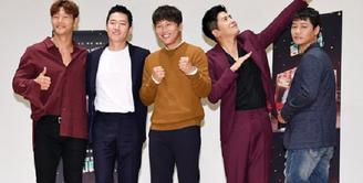 Seorang sahabat memang selalu hadir saat kita sedang sedih maupun senang. Beberapa artis Korea yang menjalin persahabatan yang erat sehingga banyak pihak yang menjuluki mereka sebagai bromance. Siapa saja mereka? (Foto: soompi.com)