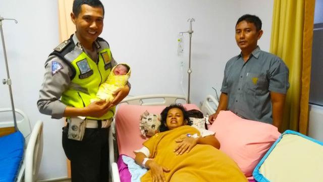 Cerita Polisi Selamatkan Ibu Hamil Sampai Melahirkan Saat Terjebak Macet Regional Liputan6 Com