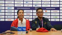 Aldila Sutjiadi bersama Ketua Umum Pengurus Pusat Persatuan Tenis Seluruh Indonesia, Rildo Ananda Anwar. (Bola.com/Riskha Prasetya)