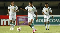 Selain Marselino Ferdinan ada Dicky Kurniawan yang merupakan pemain muda yang diturunkan Aji Santoso untuk melawan Super Elja. (Foto: Bola.com/Ikhwan Yanuar)