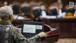 Pakar IT Profesor Marsudi Wahyu Kisworo memberi keterangan dalam sidang sengketa Pilpres 2019 Gedung MK, Jakarta, Kamis (20/6/2019). Marsudi menjelaskan soal Situng KPU yang kerap dibahas oleh tim hukum Prabowo-Sandiaga selaku penggugat. (Liputan6.com/Faizal Fanani)
