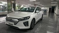 Produsen otomotif dunia berlomba-lomba membuat kendaraan yang ramah lingkungan dengan teknologi canggih. Terbaru ialah mobil listrik.