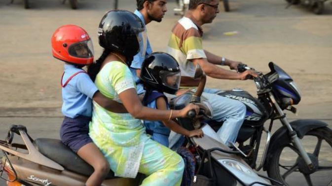Kata Polisi: Kalau Sayang, Jangan Bonceng Anak di Jok