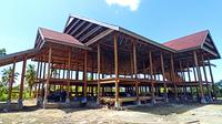 Bangunan panggung utama di Tama Budaya Buttu Ciping (Foo: Liputan6.com/Abdul Rajab Umar)