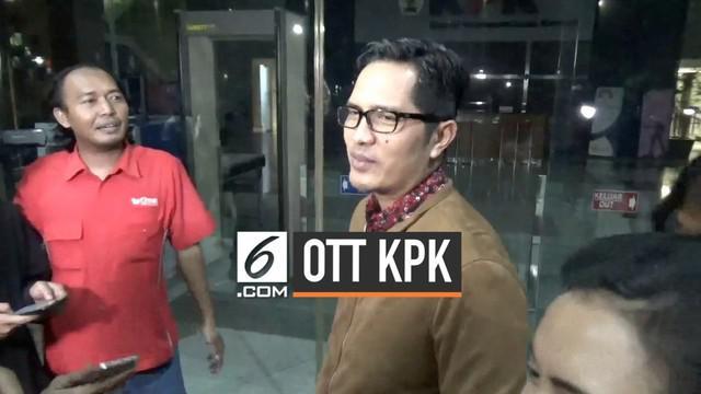 Komisi Pemberantasan Korupsi lakukan operasi tangkap tangan Rabu (31/7) malam di Jakata. Sejumlah orang ditangkap dan dibawa ke gedung KPK, siapa saja?