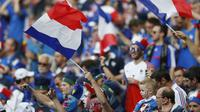 Para suporter Prancis sudah siap mendukung tim kesayangan mereka jelang laga final Piala Eropa 2016 melawan Portugal. (Reuters)