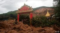 Tanah longsor yang disebabkan oleh hujan lebat menewaskan lebih dari belasan orang di bagian timur Myanmar. (AFP / Chit Ko Lin)