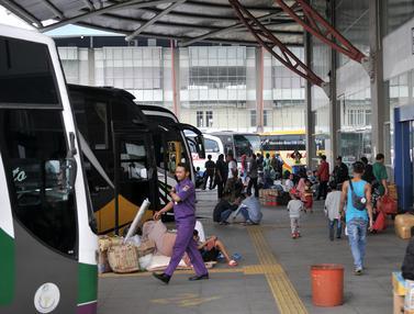 H-12 Idul Fitri, Pemudik Mulai Padati Terminal Pulo Gebang