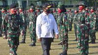 Wamenhan Wahyu Trenggono saat menjadi Inspektur Upacara pembukaan Diksarmil Chandradimuka  Kadet Mahasiswa S-1 Universitas Pertahanan di Akademi Militer Magelang. (Putu Merta Surya Putra/Liputan6.com)