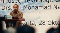 Menteri Riset, Teknologi, dan Pendidikan Tinggi Mohamad Nasir menyampaikan sambutan saat sertijab di Auditorium BPPT, Jakarta, Selasa (28/10/2014). (Liputan6.com/Faizal Fanani)