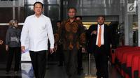 Ketua DPR Bambang Soesatyo (kiri) didampingi Pimpinan KPK, Agus Rahardjo usai melakukan petemuan tertutup di KPK, Jakarta, Senin (12/3). Dalam petemuan tersebut melaporkan hasil kenerja KPK selama 2017. (Merdeka.com/Dwi Narwoko)