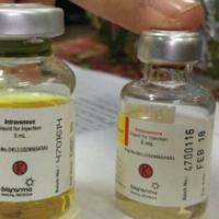 Kemasan serum palsu lebih besar dibandingkan serum asli. (Liputan6.com/M Syukur)