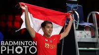 Jonatan Christie menutup pertandingan dengan kemenangan tiga gim langsung atas Li Shi Feng pada laga ketiga final Piala Thomas 2020. Hasil itu, membuat Indonesia menang 3-0 atas China dan berhak atas trofi juara Piala Thomas. (Badminton Photo/Yves Lacroix)