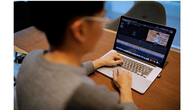 Karyawan Samsung yang dibayar Rp 820 juta per tahun ini memilih resign untuk menjadi YouTuber (Foto: Strait Times)