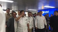 Tiba di Stasiun MRT, Prabowo Disambut Pramono Anung dan Budi Gunawan (Lizsa Egeham)