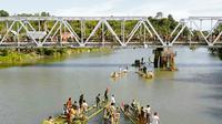 Alat Transportasi Kuno di Sungai Mandar (Liputan6.com/Ahmad Yusran)