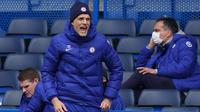 Ekspresi kekesalan pelatih Chelsea Thomas Tuchel usai dibantai tim tamu dengan skor 2-5. Kekalahan itu sekaligus menjadi yang perdana bagi Tuchel sejak diangkat menjadi pelatih Chelsea pada Januari 2021. (Foto: AFP/Pool/John Walton)