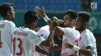 Pemain Timnas Indonesia merayakan gol yang dicetak Alberto Goncalves saat melawan Laos pada penyisihan Grup A Sepak Bola Asian Games 2018 di Stadion Patriot Candrabhaga, Bekasi, Jumat (17/8). (Liputan6.com/Helmi Fithriansyah)