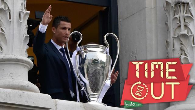 Cristiano Ronaldo dinobatkan sebagai olahragawan dengan bayaran tertinggi di dunia versi majalah Forbes. Pendapatan yang diterima megabintang Real Madrid itu pun lebih besar dari Lionel Messi.