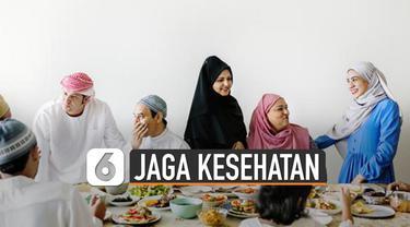 Bulan Ramadhan telah tiba. Itu artinya umat muslim melaksanakan ibadah puasa. Walaupun berpuasa tetap harus jaga kesehatan. Ini dia tips jaga kesehatan di tengah pandemi Corona.