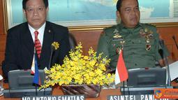 Citizen6, Cilangkap: Delegasi NDCP berjumlah 16 orang dipimpin oleh Mr. Antonio F. Matias, diterima di Ruang Rapat Paripurna Mabes TNI Cilangkap Jakarta. (Pengirim: Badarudin Bakri)