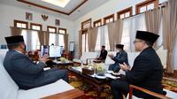 Bupati Abdullah Azwar Anas saat pertemuan virtual dengan Ketua MURI Jaya Suprana, Kamis (13/8).