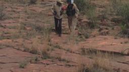 Ann Charon Rogers yang tersesat di hutan Arizona selama 9 hari akhirnya berhasil diselamatkan, Selasa (12/4). Nenek 72 tahun itu tersesat setelah kehabisan bahan bakar dalam perjalanan mengunjungi cucunya di Phoenix. (REUTERS/Arizona Department of Safety)