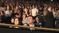 Kendall Jenner nonton konser Harry Styles tanpa didampingi kekasihnya Ben Simmons. (Sumber Foto: E!News)