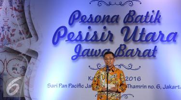 Menperin Saleh Husin meresmikan Pesona Batik Pesisir Utara Jawa Barat 2016 di kawasan Sudirman, Jakarta, Kamis (19/05). Yayasan batik Jawa Barat mempersembahkan pameran batik pesisir utara Jawa Barat. (Liputan6.com/Herman Zakharia)