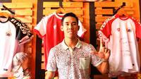 Pemain Persija Jakarta, Ryuji Utomo hadir pada peresmian The Jakmania Store di Percetakan Negara, Selasa (12/9/2017). Persija dan The Jakmania resmi meluncurkan 43 store di Jabodetabek. (Bola.com/Nicklas Hanoatubun)