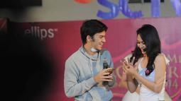 Bintang sinetron 'Pesantren Rock n Roll' itu pun beradu akting dengan para finalis Micel, Makassar, Minggu (7/9/14). (Liputan6.com/Herman Zakharia)
