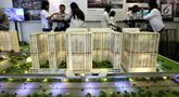 Sebuah maket plan tower apartemen dipamerkan pada pameran Indonesia Property Expo 2018 di JCC Jakarta, Senin (24/9). Dua anak usaha PT Adhi Karya (Persero) Tbk bersinergi membangun LRT City Green Avenue di Bekasi Timur. (Liputan6.com/Fery Pradolo)