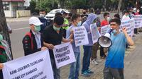 Puluhan pengungsi asa Afghanistan unjuk rasa