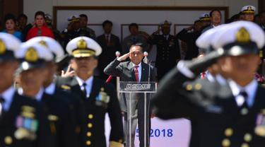 Menteri Pertahanan Ryamizard Ryacudu memimpin upacara penyerahan kapal selam KRI Ardadedali-404 pesanan TNI Angkatan Laut di galangan kapal Daewoo Shipbuilding & Marine Engineering (DSME), Okpo, Korea Selatan, Rabu (25/4). (Dok Puskom Publik Kemhan/Juli)